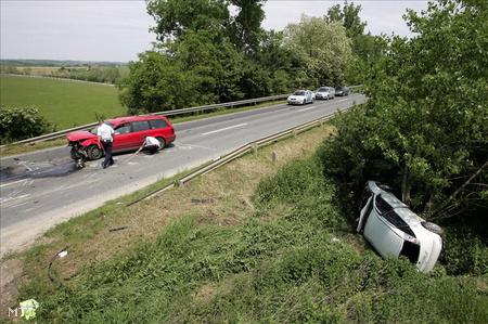 Az egyik autó az árokban kötött ki (Fotó: Varga György)