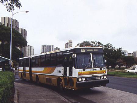 Ikarus 286-os autóbusz Honoluluban, a Hawaii-szigetek fővárosában, valamikor a 80-as évek közepén. Az Egyesült Államokba és Kanadába több mint 500 ilyen típusú járművet szállított az Ikarus