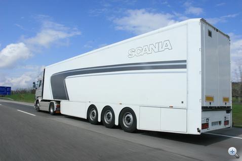 Az áramvonalazott Krone félpótkocsi és a kis gördülési ellenállású Michelin abroncsok is hozzájárultak a teszten elért jó fogyasztási eredményhez