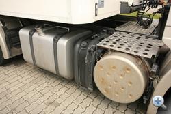 Katalizátoros kipufogódob, Adblue tartály és tank: minden centimétert kihasználnak a két tengely közt