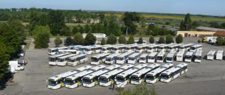 Az új autóbuszok a Jászkun Volán udvarán