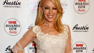 A nap képe: Kylie Minogue köldökig dekoltálva bicajozik