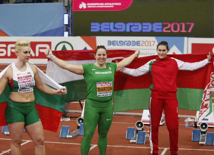 Az aranyérmes Márton Anita (k) az esüstérmes bolgár Radoszlava Mavrogyijeva (b) és a bronzérmes fehérorosz Julija Leanyciuk