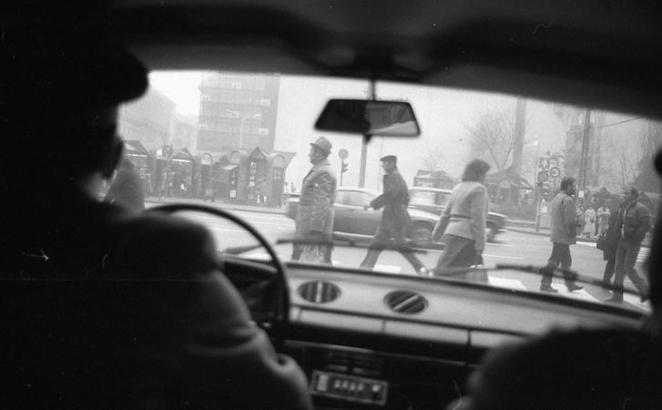 Kilátás egy rendőrautó ablakából (80-as évek)