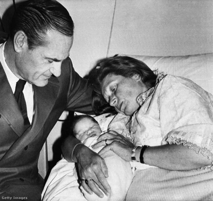 1971. május 21-én férjével, William Petersszel és újszülött lányukkal, Olgával