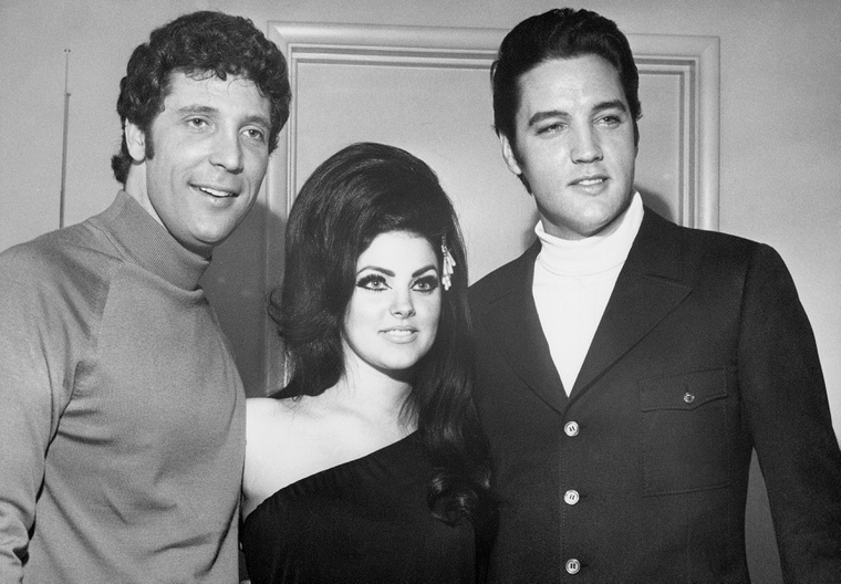 Tom Jones, Priscilla Presley és Elvis Presley 1971-ben, a Las Vegas-i Flamingo Hotelben.