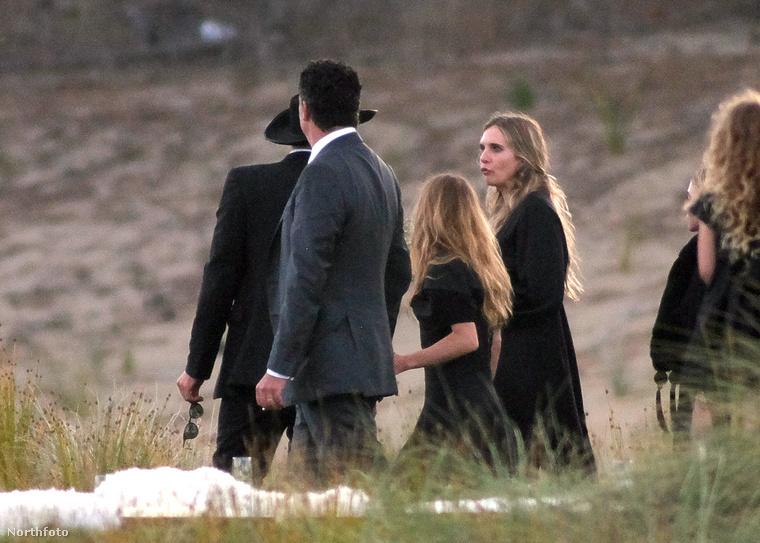 Az esküvőn egyébként ott volt Mary-Kate Olsen férje, Olivier Martinez, aki cirka 20 évves idősebb a lánynál