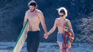 Naon romi! Miley Cyrus elkísérte a pasiját szörfölni