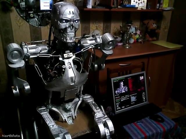 Oszipovics 3D nyomtatóval, alkatrészenként alkotta meg a Terminátort