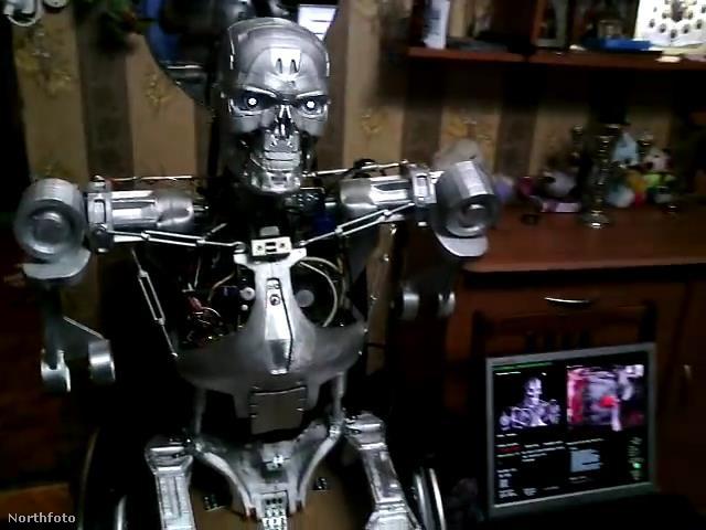 Egy orosz programozó, Alexander Oszipovics nemrég barkács módszerrel elkészítette a James Cameron filmjében is szereplő, T-800-as modell házi változatát