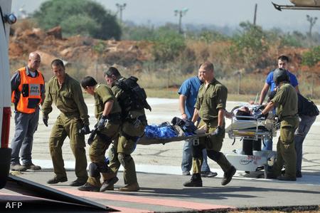 A konfliktusban sérült izraeli katonák evakuálása