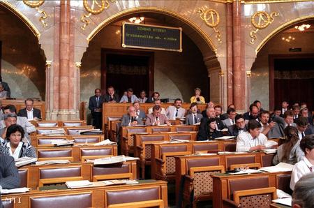 Üres helyek a Fidesz frakcióban