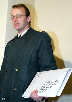 Ungváry Krisztián, 2005-ben a Péterfalvi Attila adatvédelmi biztosnak átadott  ügynöklistával
