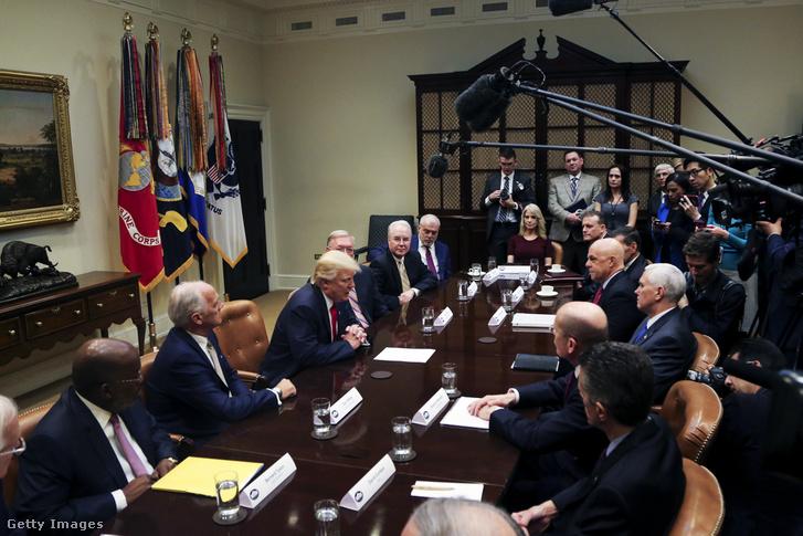 Trump találkozik a nagy egészségbiztosítók vezetőivel