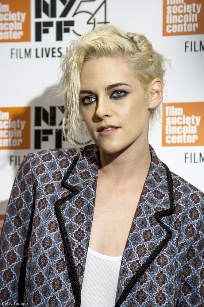 Az összes felsorolt színésznő és énekes közül a legmenőbb mégis talán Kristen Stewart, aki tavaly ősszel hordott ilyen hajat