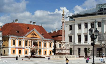 A Xantus János Múzeum és Lloyd palota épülete