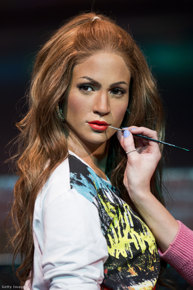 A hölgy már majdnem hasonlít egy kicsit, de azért láttunk már élethűbb Jennifer Lopezt