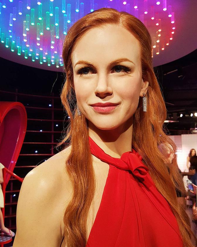 Nem tudjuk, mikor volt utoljára vöröshajú Nicole Kidman, és mikor tudott ennyire őszintén mosolyogni (ja, az Oscar-on), de ha valamikor mégis, azt legalább azonnal megörökítették viaszbábu formájában
