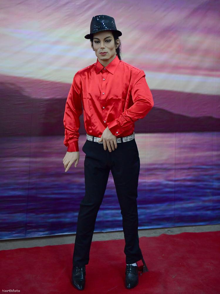 Azt tanácsoljuk, hogy ne a megöregedett Sandra Bullock-arcú viasz-Michael Jackson-tól vegyen mozgáskultúra órákat, ha véletlenül úgy adódna.