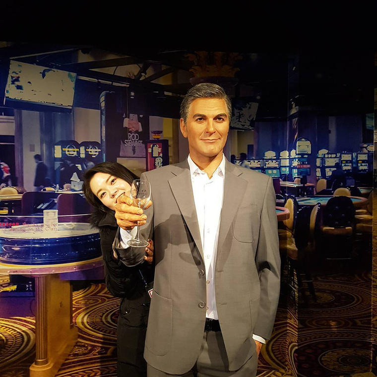 Valakit nagyon zavarhatottGerorge Clooneyjóképűsége, ezért elkészítette a rosszképű, antipatikus verzióját