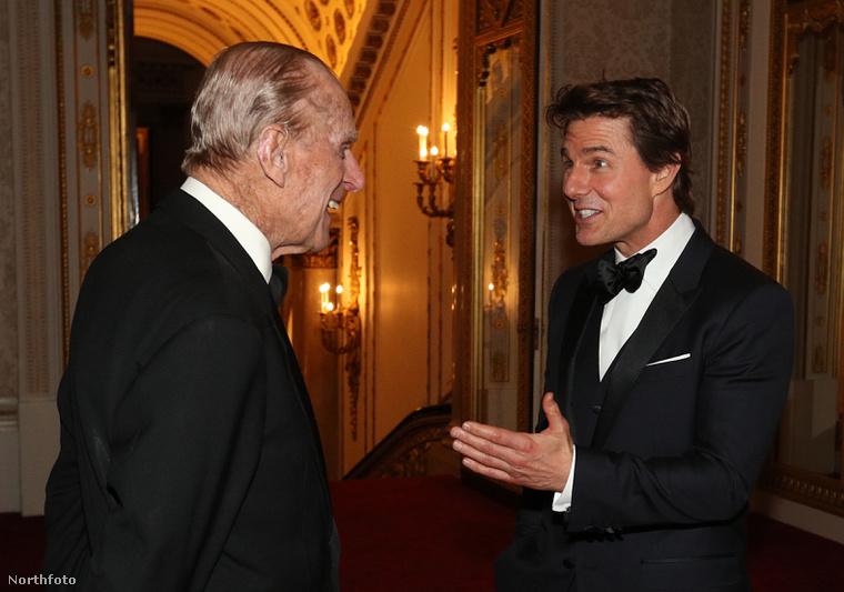 Nagyszerű hangulatban beszélgetett egymással Fülöp herceg és Tom Cruise.