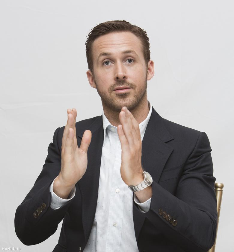 Bizony, Ryan Goslingnak is vannak kezei!