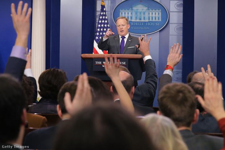Sean Spicer vs újságírók