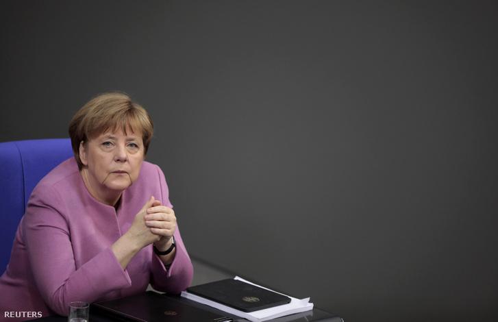 Angela Merkel először találkozik Trumppal