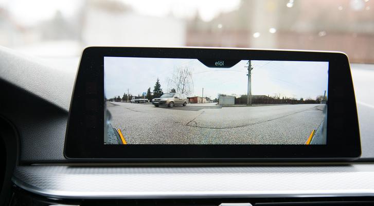 A nagylátószögű orrkamera az előző 7-es két kerékív-kamerája helyett szolgál
