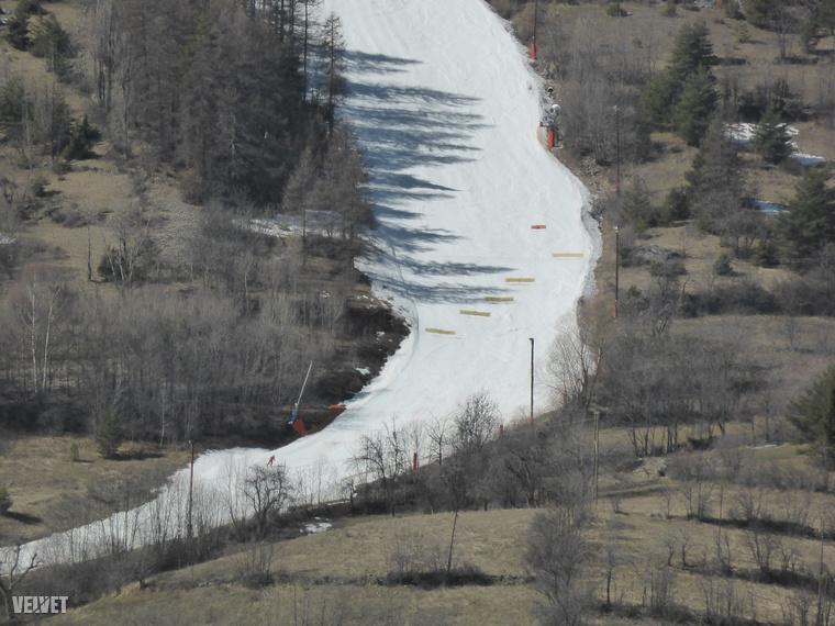 Ilyen a síelés hó nélkül.