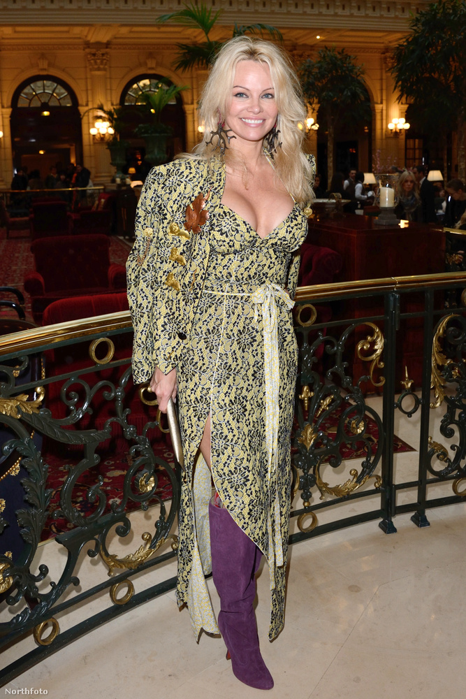 """Pamela Anderson""""Kiváló példa arra, hogy az öltözködés az egy statement"""