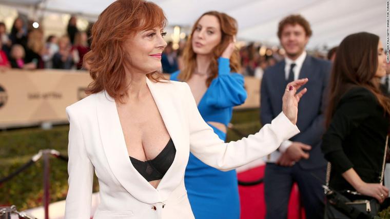 """Susan Sarandon""""Egy decens fehér nadrágkosztüm, ami az alkalmi, mondern női viselet alap darabja"""