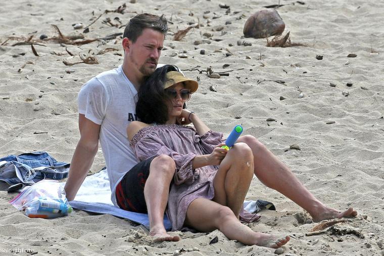 Vigyázz rá, az az enyém, és még kelleni fog.Ebben maradtak a szerelmesek, így már könnyedebb hangulatban folyhat tovább a nyaralás.