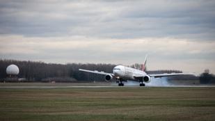 Kétéves gyerek miatt hajtott végre kényszerleszállást egy repülő Budapesten