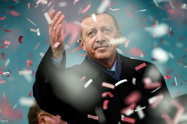 A parlamenten már átment Erdoğan javaslata