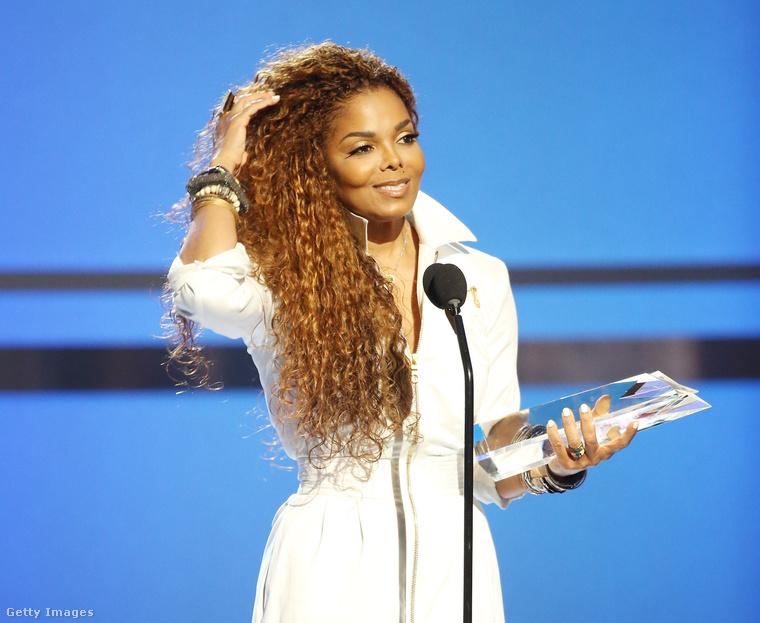 Csak összehasonlításképpen: így néz ki Janet Jackson.