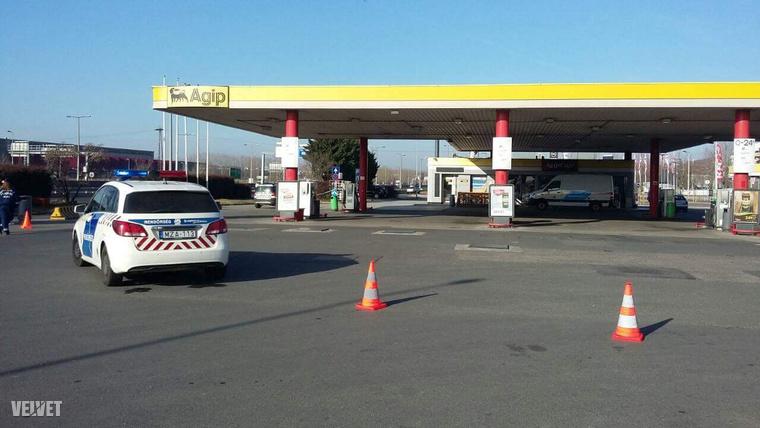 Most is helyszínelnek a rendőrök a kirabolt benzinkutaknál.