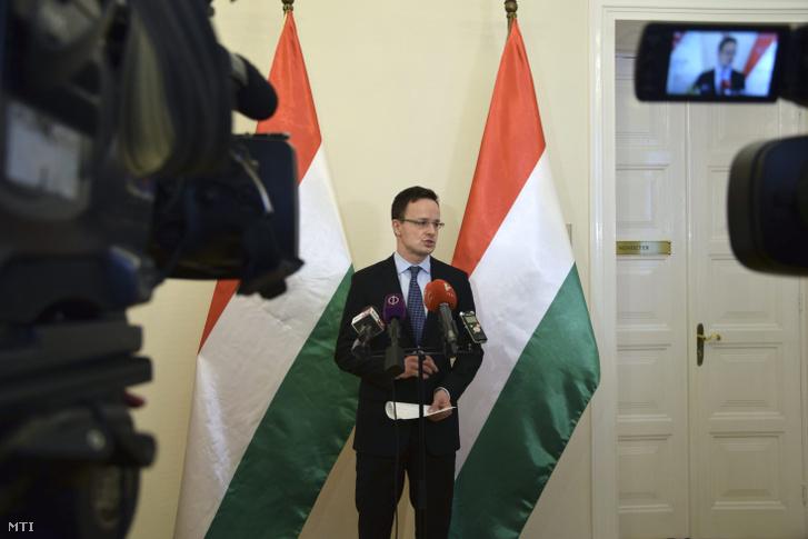 Szijjártó Péter külgazdasági és külügyminiszter sajtótájékoztatót tart hivatalában 2017. március 16-án.
