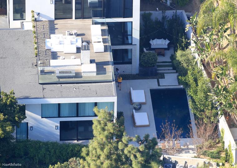 A Los Angeles-i rendőrös még nem erősítette meg, hogy pontosan kitől érkezett a hívás, de az E-Online nyilván tudni véli, hogy Kendall Jenner volt az illető