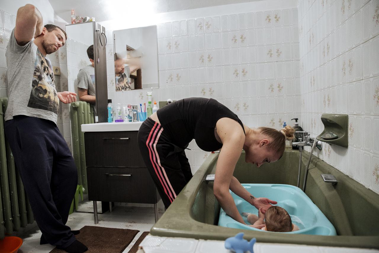 """""""Az esti fürdetésre húgom férje, István is hazaér a belvárosi piacról, ahol dolgozik, az ő családjuk ilyenkor van együtt."""""""