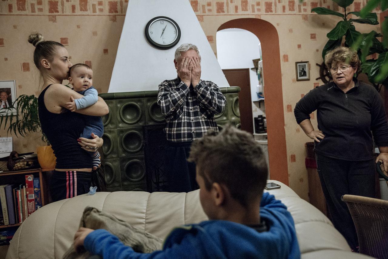 """""""Húgom a fiaival és a szüleimmel. Előfordul, hogy egy csecsemő és egy kiskamasz már a nagyszülőknek is sok."""""""