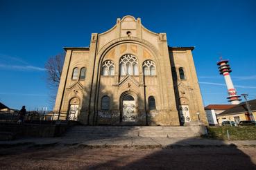 A régi zsinagóga a ceglédi dzsúdósok jelenlegi otthona. Az 1905-ben épült zsinagóga 1969-ben került a Ceglédi Vasutas Sport Egyesület tulajdonába, azóta több szakosztály használja tornateremként. Az épületet 1984-ben alakították át a célnak megfelelően, egy födém behelyezésével egy emeletet is kialakítottak benne.