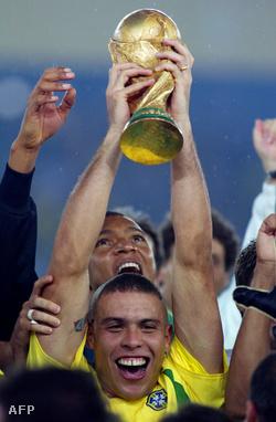 Ronaldo a világbajnokságon lőtt 8 góljával beérte Pelét, 12-nél járt akkor