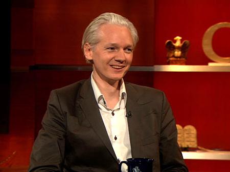 Julien Assange, a Wikileaks alapítója a Colbert Reportban