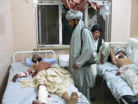 A robbantás sebesültjei kórházban