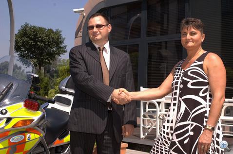 Megyeri István, az Erste Lízing elnök-vezérigazgatója és Dr. Simon Marianna, az OMSZ főigazgató-helyettese