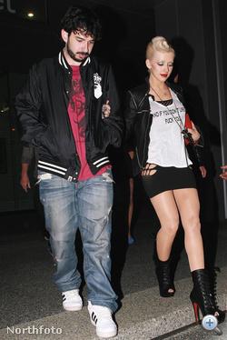 Christina Aguilera egyszerre beszól és villant