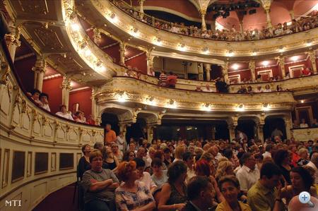 88. utca foglyai című darab a Pécsi Nemzeti Színházban