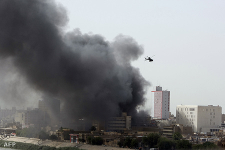 A robbantás füstje messziről látszik