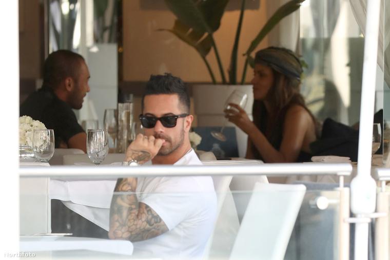 Egy meg nem nevezett férfi társaságban ebédelt a Villa a Blanca nevű étteremben.